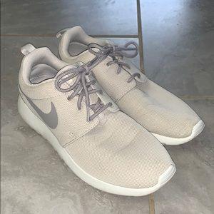 Nike Roshe Women's 9.5 Cream/Gray